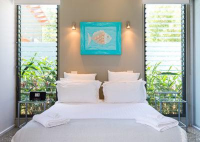 by-the-beach-bnb-sanctuary-point-villa-bedroom