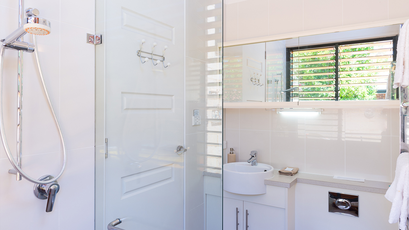 by-the-beach-bnb-sanctuary-point-luxury-bathroom