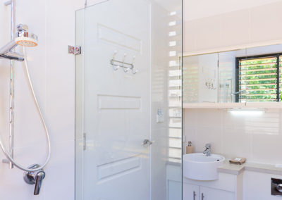 by-the-beach-bnb-sanctuary-point-bathroom-shower